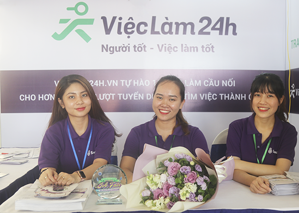 vieclam24h-vn-dong-hanh-cung-ngay-hoi-viec-lam-huflit-2019-hinh-anh-1
