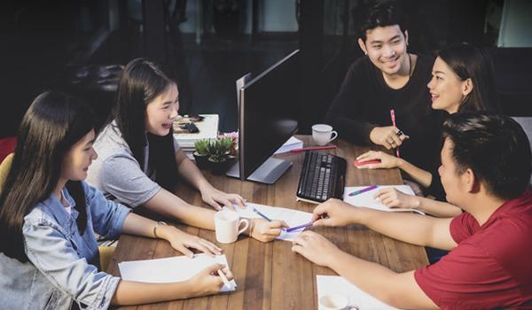 Vai trò của giao tiếp quan trọng như thế nào trong cuộc sống hiện đại?