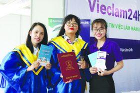 VIeC LaM 24H doNG HaNH CuNG NGaY HoI TUYeN DuNG NTTU